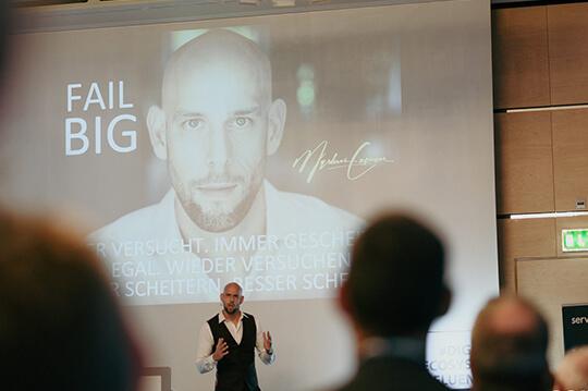 Der Redner Markus Czerner mit seiner Keynote Fail Big!