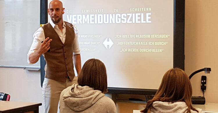 Markus Czerner mit Workshops für Schülerinnen und Schüler an Schulen